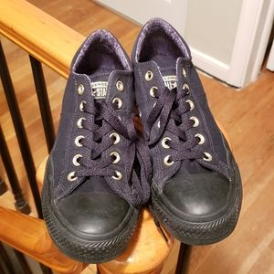 Black and Gold Converse low rise